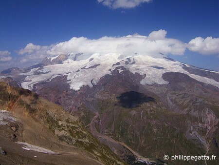 Elbrus and Azau (© P. Gatta)