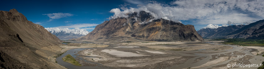 On the way from Skardu to Askole (� P. Gatta)