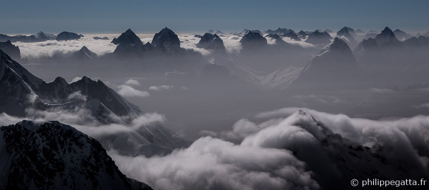Great views over the Peaks in China from C2 (� P. Gatta)