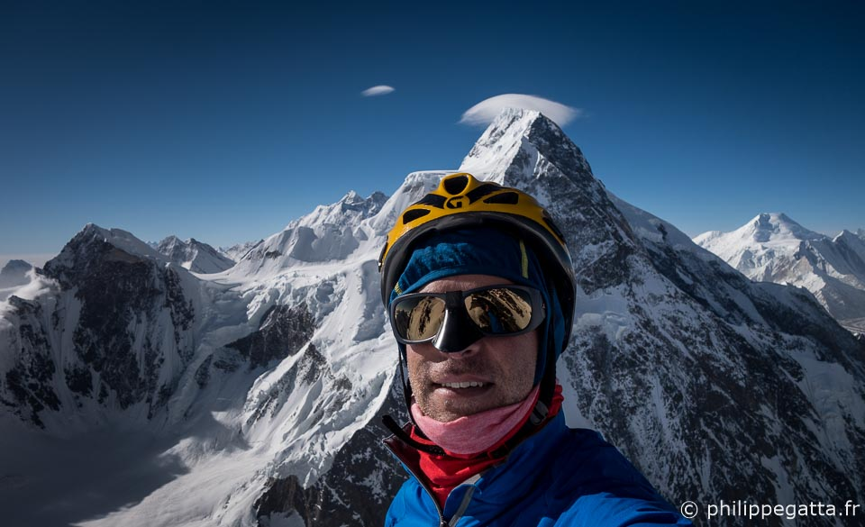 Philippe on K2 with Broad Peak North in the background (� P. Gatta)