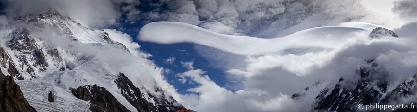 Lenticular clouds and strong winds on K2 and Broad Peak (� P. Gatta)