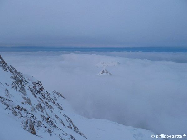 The top of Kabru emerging from the clouds(© A. Zuberer)