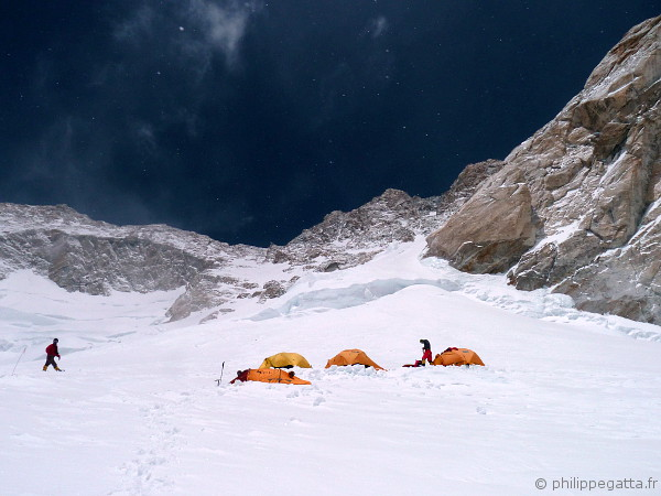 The camp 4 at 7 550 m (© A. Zuberer)