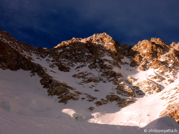 Sunset on Kangchenjunga, seen from 7,100m (� P. Gatta)