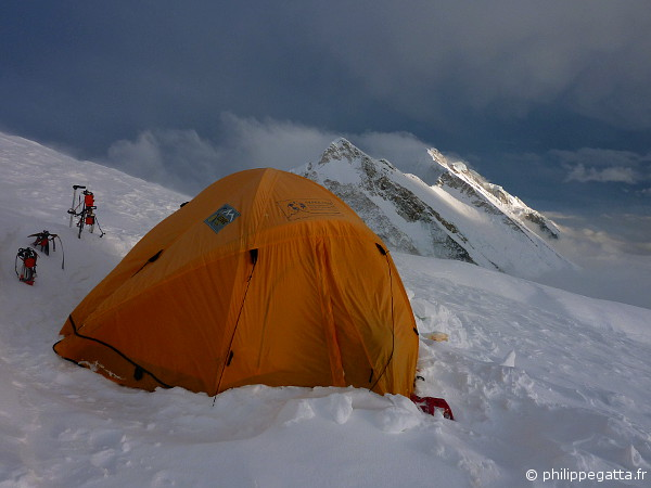 Camp 3 of Kangchenjunga at 7,100 m (© P. Gatta)