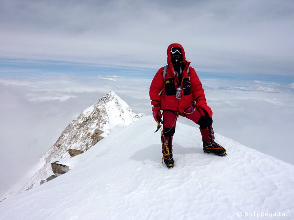 Philippe on top of Kangchenjunga at 8,586 m (© P. Gatta / L. Challeat)
