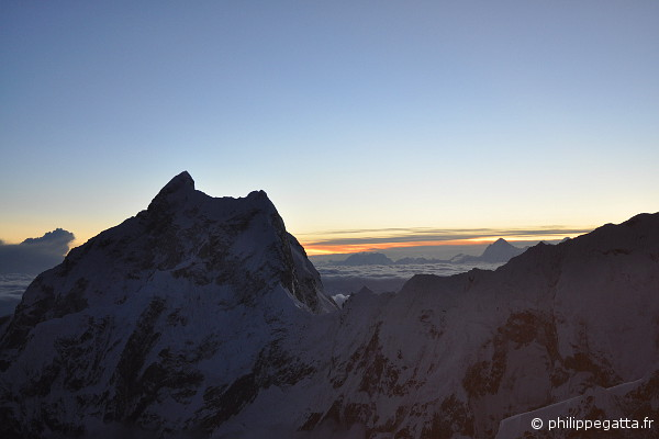 Sunset on the Jannu. The Makalu far behind (� Pemba)