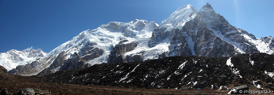 Kangchenjunga, the 4 Kabru Peaks and Rathong seen from Ramche (© P. Gatta)