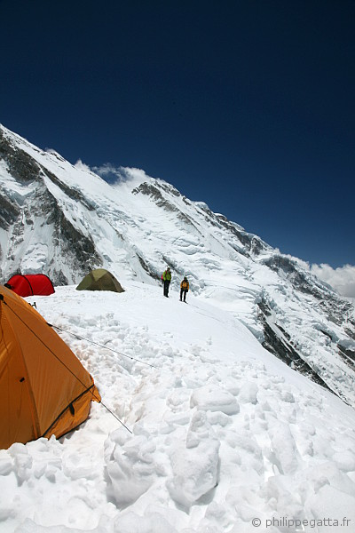 Kangchenjunga camp 1 at 6,200 m (� P. Gatta)