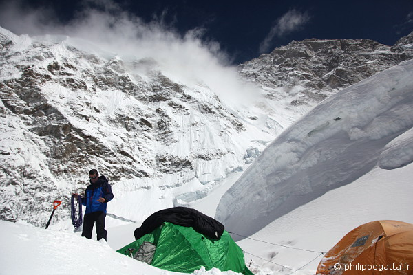 Philippe at Kangchenjunga Camp 2, 6,400 m (© P. Gatta)