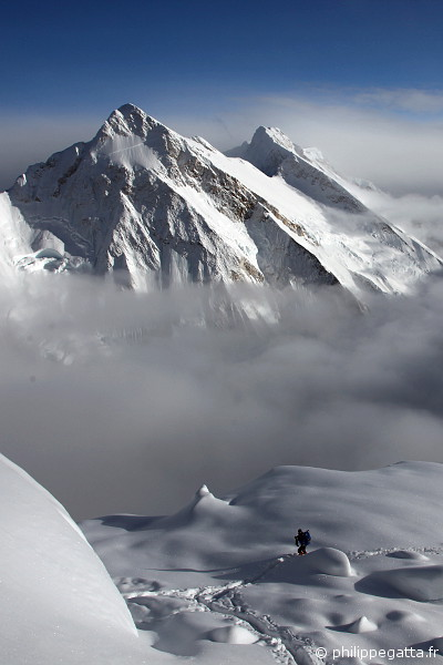 Philippe at around 7,000 m going to camp 3 (© L. Challéat / P. Gatta)