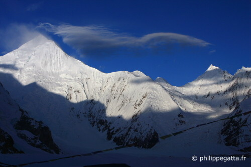 Lenticular cloud on Chogolisa (Photo � P. Gatta)