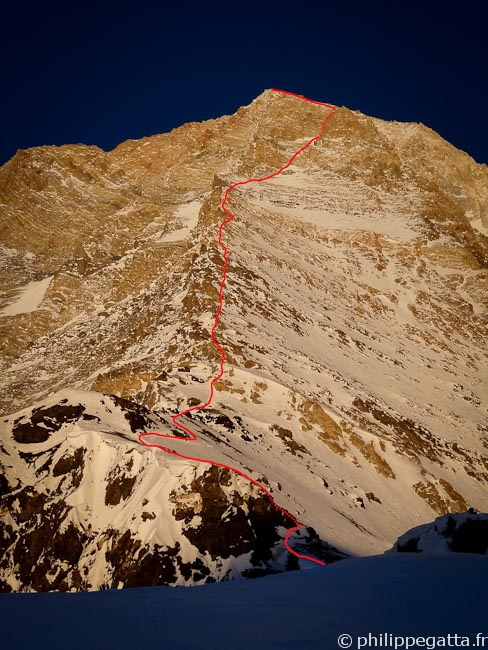 The West ridge rouge of Khan Tengri from the West Col (© Philippe Gatta)
