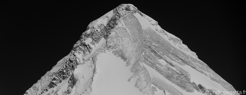 The Khan Tengri, 7,010 m. The West Ridge is on the left (� P. Gatta)