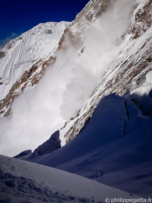 Avalanche from the Peak Chapaev (� P. Gatta)
