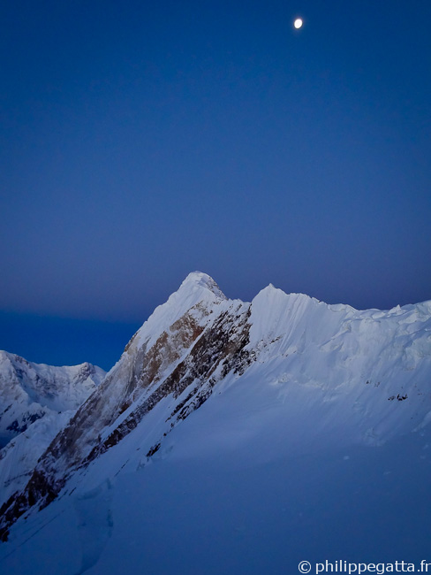 The moon over the Peak Chapaev (� P. Gatta)