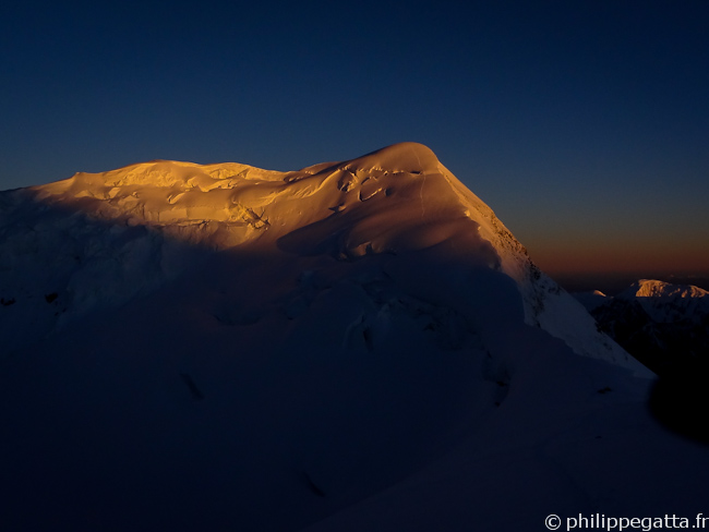Sunrise on Peak Chapaev (� P. Gatta)