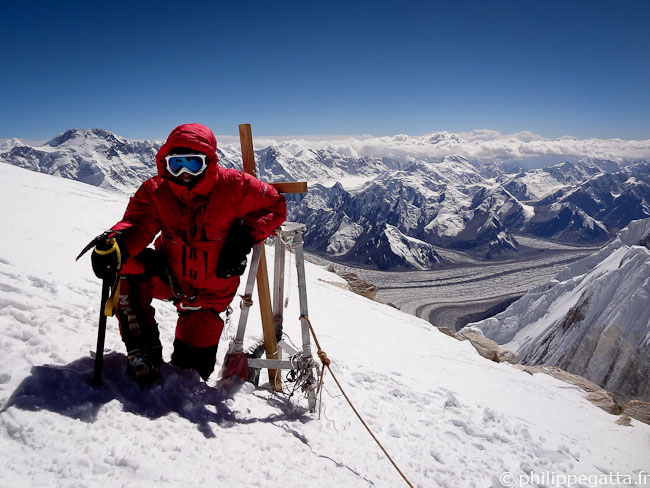 Philippe on the top of Khan Tengri (� Y. Gosseaume)