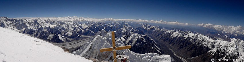View from the top of Khan Tengri (� P. Gatta)