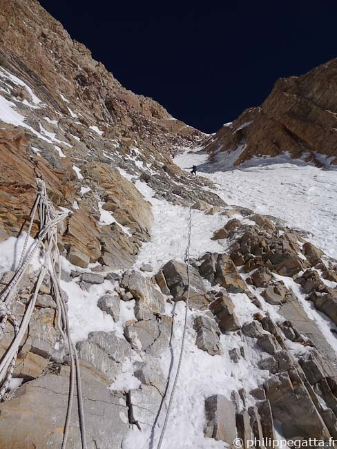 In the upper Couloir at around 6,600 m (© P. Gatta)