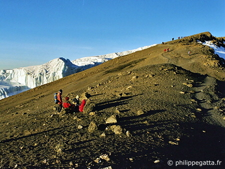 On the way to the summit of Mount Kilimanjaro (� P. Gatta)