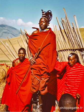 Masai during the acclimatization trek (© P. Gatta)