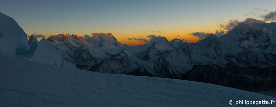 Sunset from the camp 2 of Makalu (© P. Gatta)
