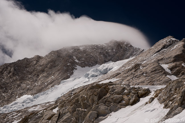 Wind blowing on the Makalu summit seen from C3 (© P. Gatta)