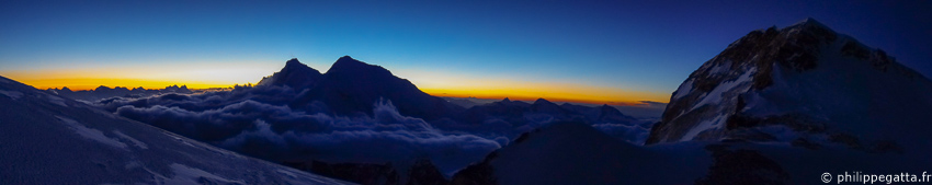 Panorama from C3 with Lhotse, Everest and Makalu II (© P. Gatta)