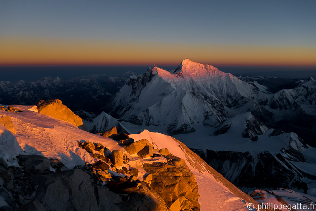 Sunrise on Lhotse, South Col and Everest from 8,400 m (© P. Gatta)