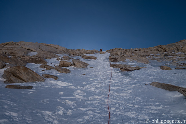 Abseiling down from Makalu La (© P. Gatta)