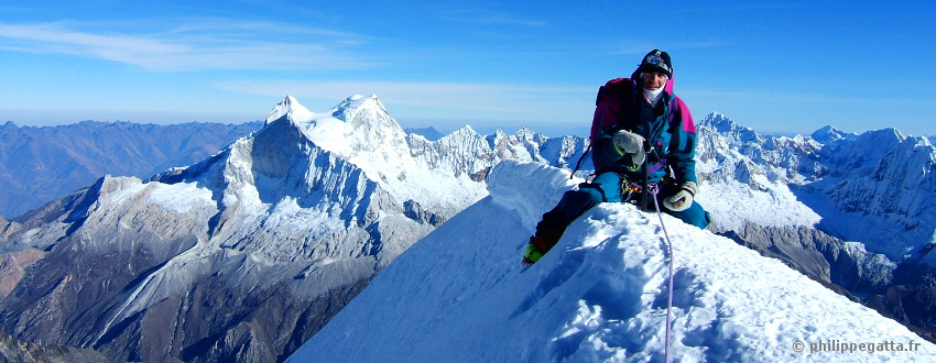 Philippe on the summit of Chopicalqui (© P. Gatta)