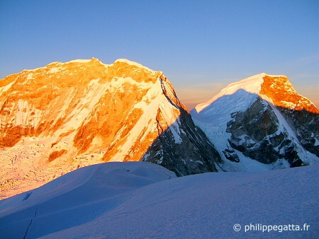 Sunrise on Huascaran (© P. Gatta)