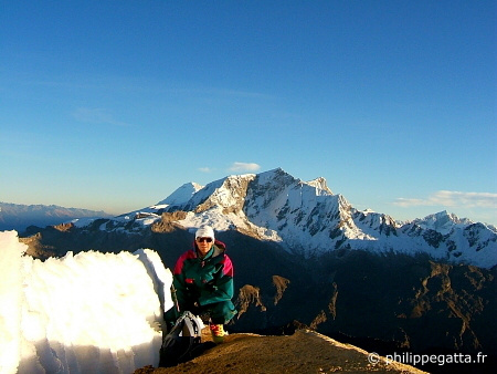 Summit of Nevado Urus, Huascaran behind (© P. Gatta)