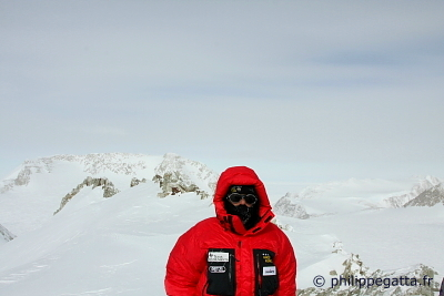 On Mt. Vinson summit ridge (� P. Gatta)