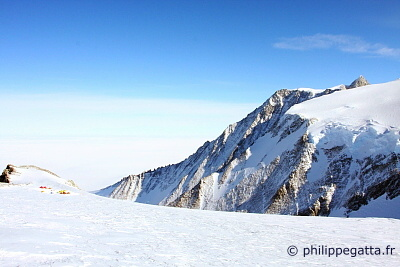 High Camp and Mt. Gardner (� P. Gatta)
