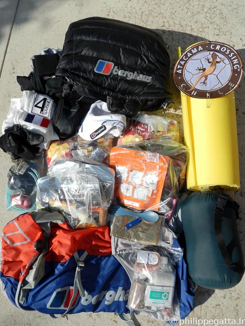 Kit and food for the Atacama Crossing (© P. Gatta)