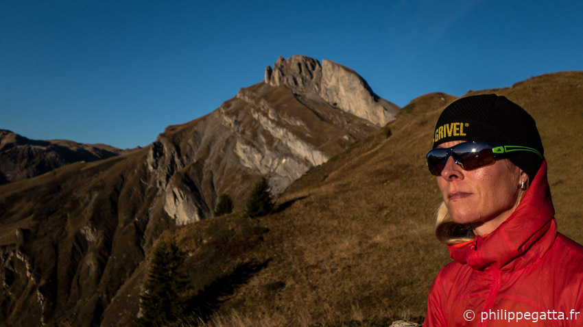 Anna with the Rocher du Vent behind, Beaufortain (© P. Gatta)