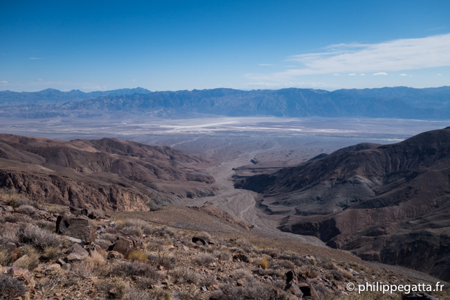 High on the ridge looking back at the trail done with Badwater at the bottom of the range behind (© P. Gatta)