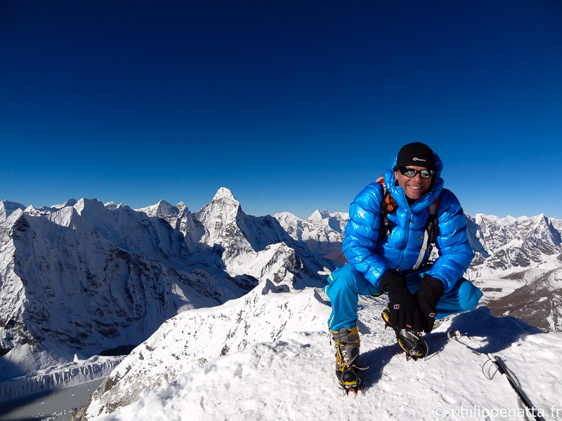 Philippe on top of Islet Peak, Everest (© P. Gumbu)