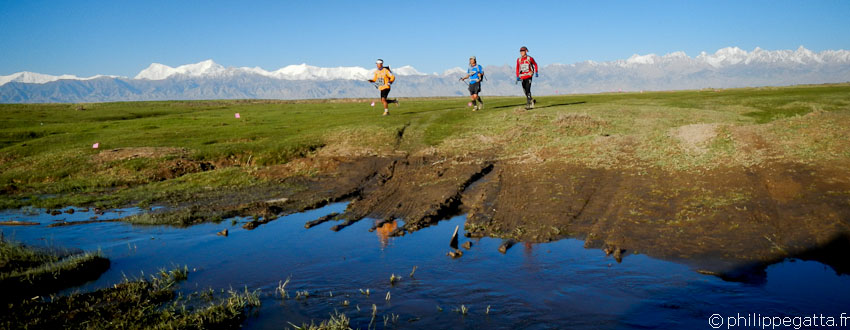 Gobi March Race: 250 km running race in China (� P. Gatta)