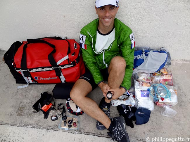 Kit and food for the Gobi March (� P. Gatta)