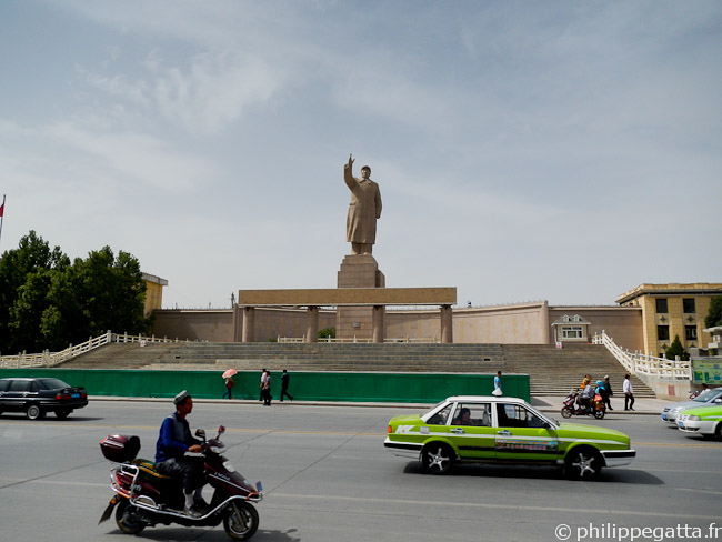 Statue of Mao in Kashgar (� P. Gatta)