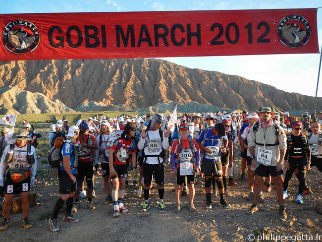 Start of the stage 1 of Gobi March (� P. Gatta)