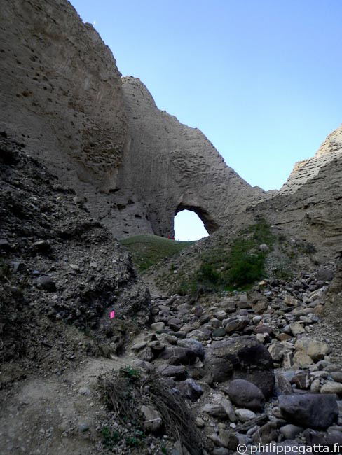 Running up toward the Shipton's Arch (� P. Gatta)