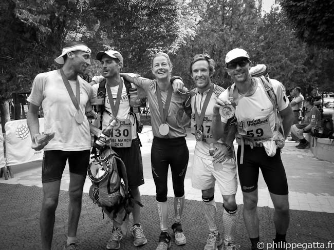 Mo, John, Anne-Marie, Justus and Philippe at the finish line of the Gobi March (� P. Gatta)