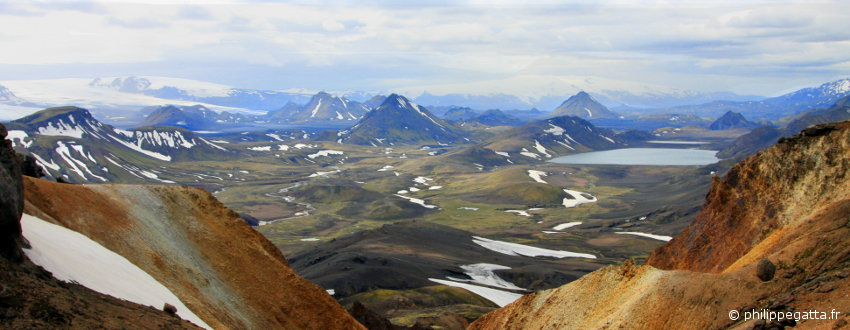Lake of Alftavatn seen from the Golden mountains of Iceland (© P. Gatta)