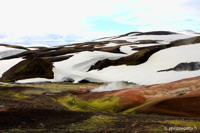 Hot springs and geyser close to Hrafntinnusker (� P. Gatta)