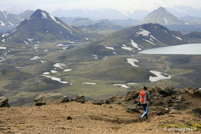 Descent to Alftavatn lake and hut (© A. Gatta)