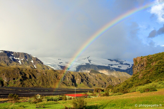 Rainbow at Thorsmork hut (© P. Gatta)